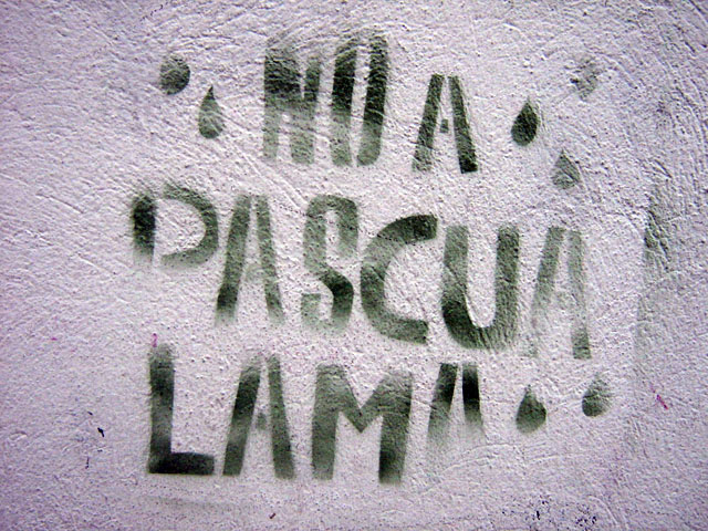 this is a photograf of a stencil displaying the words: No a pascua lama (No to Pascua Lama)