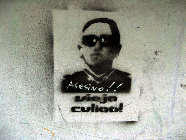 this is an image of a stencil that expresses: Asesino Viejo culiao (Fucking old assassin)