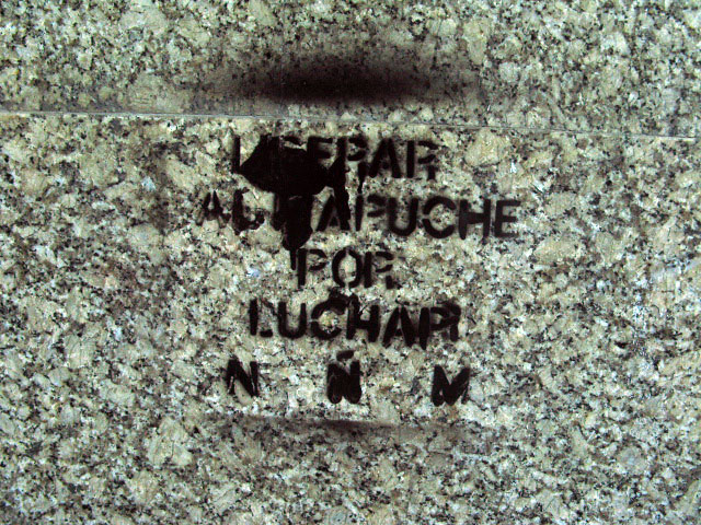 this is an image of a stencil expressing: Liberar al Mapuche (Liberate the Mapuche)